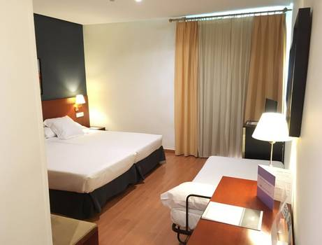 DOUBLE ROOM (TWO ADULTS + 1) TRH Ciudad de Baeza Hotel en Baeza