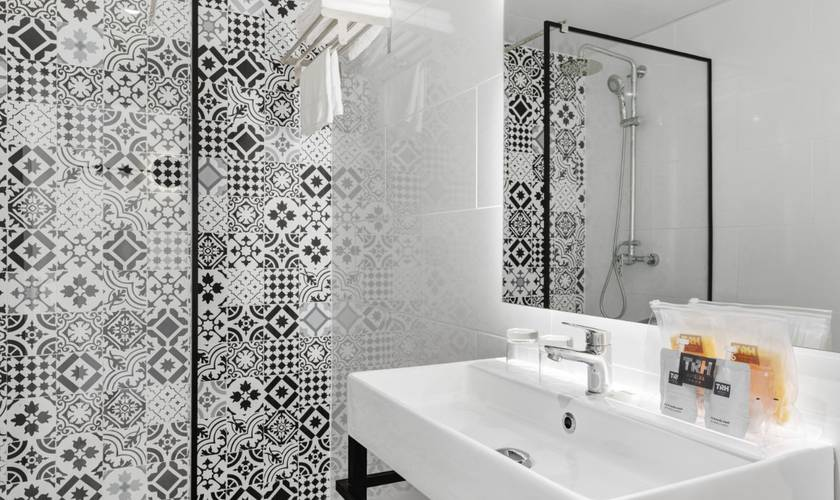 Bathroom palmanova suites by trh hotel magaluf