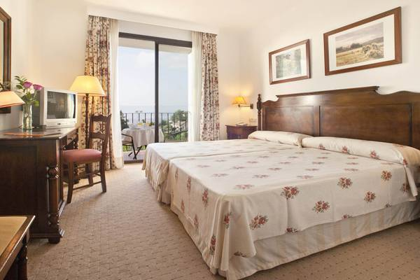 DOUBLE SUPERIOR ROOM FOR SINGLE USE TRH Mijas Hotel en Mijas