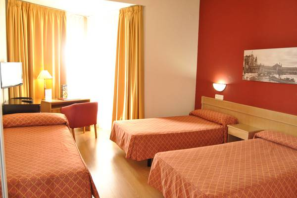 DOUBLE ROOM WITH EXTRABED TRH La Motilla Business & Cultural Hotel en Dos Hermanas