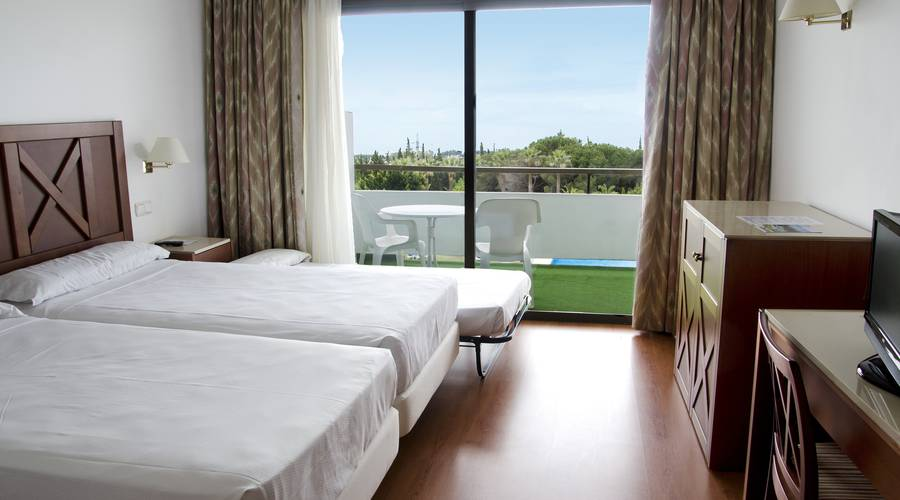 DOUBLE ROOM + 1 ADULT WITH MOUNTAIN /GOLF VIEWS TRH Paraiso Hotel en Estepona